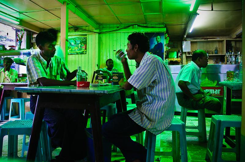 Moja ulubiona knajpa w Rangunie. Najlepsze owoce morza jakie w życiu jadłam tam podają.